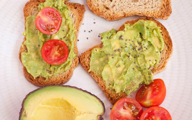 avokadolu-ekmek