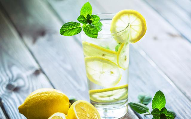 limonlu-su-icmek